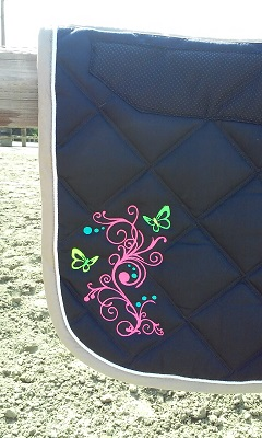 Tapis de selle arabesque papillon 2